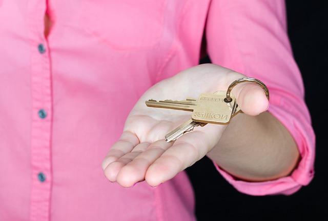 dlaň s klíčem