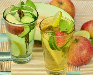 drink_fruit_water_detox