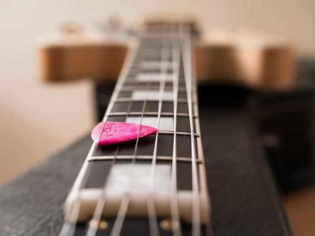 trsátko a kytara
