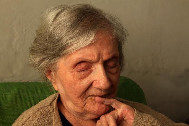osamělá babička