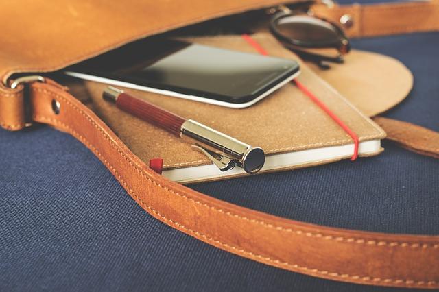 mobil v tašce