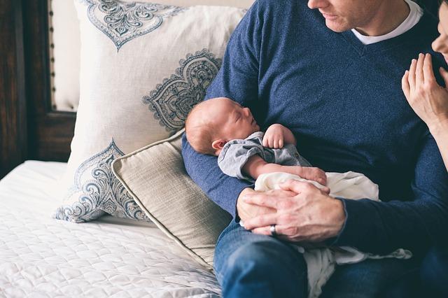 novorozeně u taťky